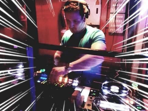 DJ LEE HANLON