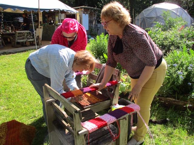 Tricotage Fête du Jardin.JPG