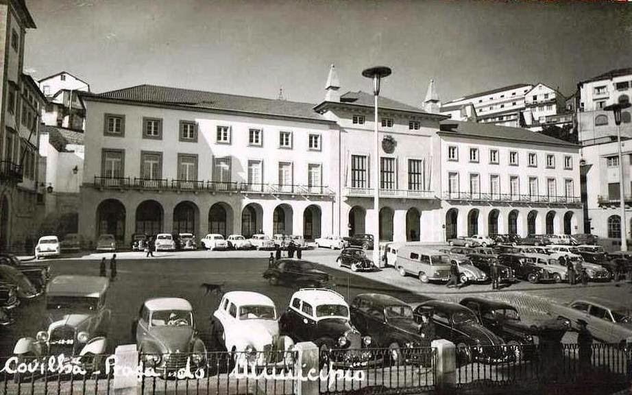 Praça do Município da Covilhã ainda com estacionamento
