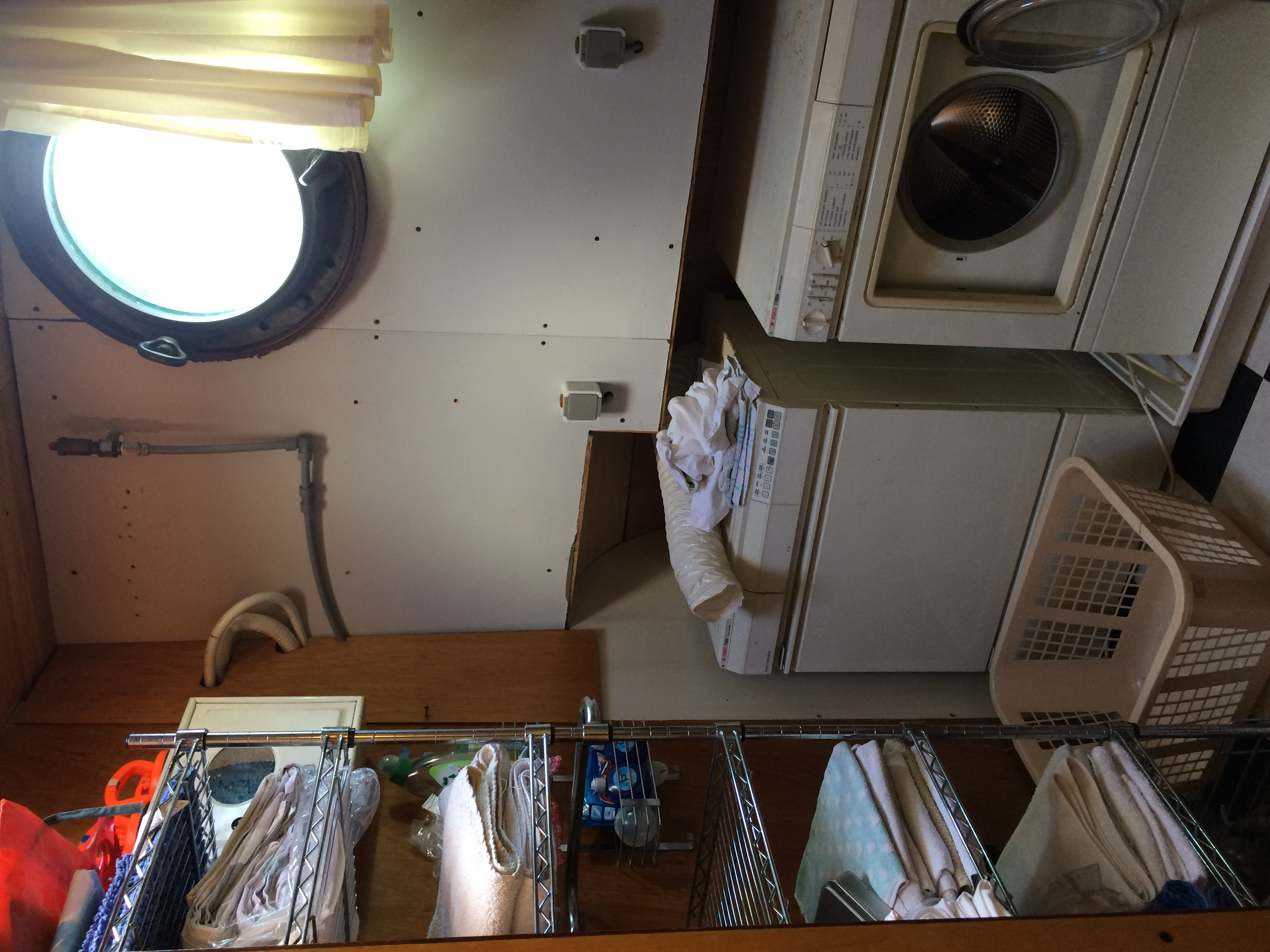 Living area-Sanitary starboard