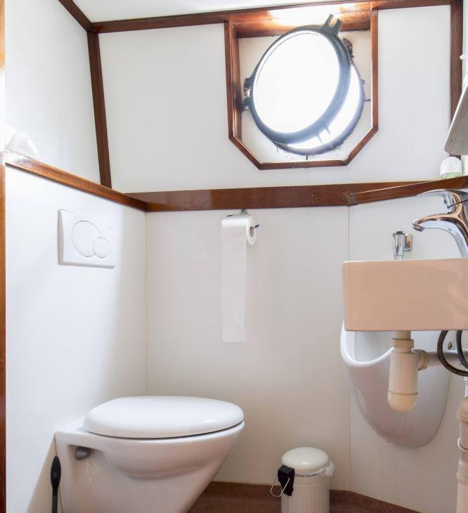 toilet-antonia