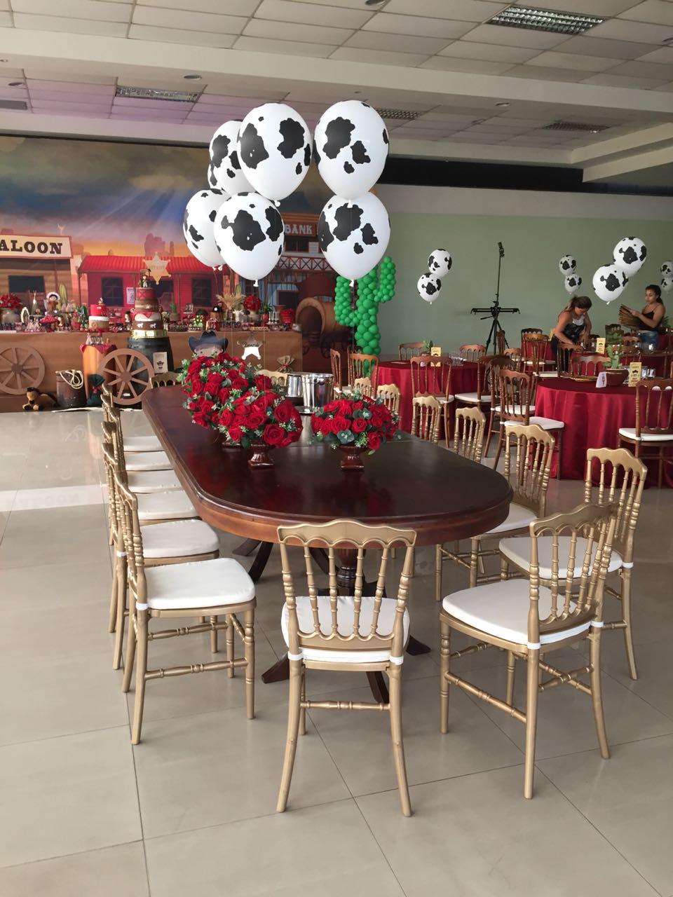 Mesa Imperial com cadeiras Dior
