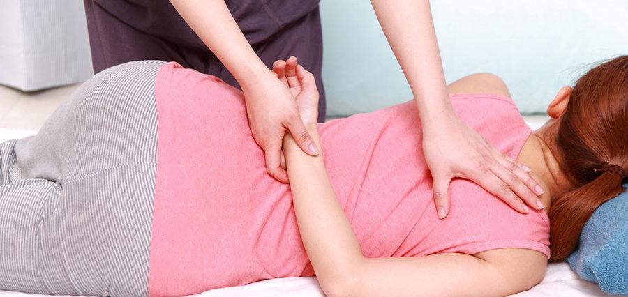 Woman getting chiropractic shoulder adjustment