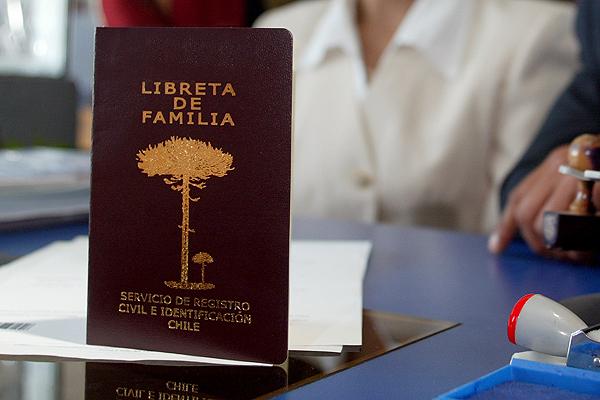 Resultado de imagen para lIBRETA de matrimonio civil en chile