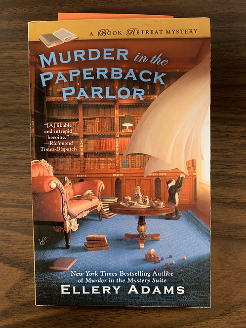 Murder in the Paperback Parlor (The Book Retreat Mysteries #2)