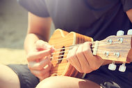 acoustic-guitarist-hands-346709.jpg