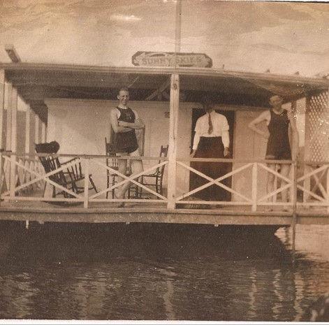 Sausalito Houseboats 1900s.jpg