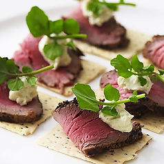 Canape-Roast-beef-blue-cheese.jpg