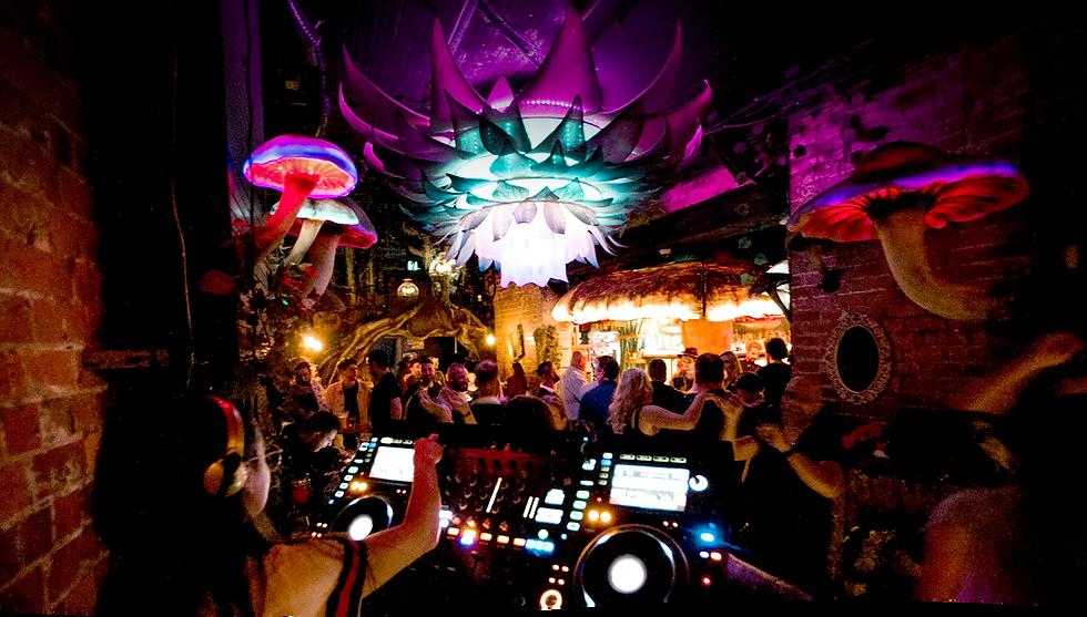 StoryVille-DJ-08.png