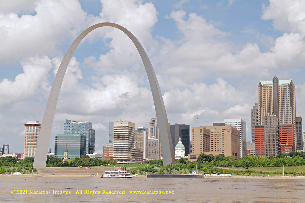 Picture of Gateway Arch and Riverboat MV 'Mark Twain' in St Louisin'