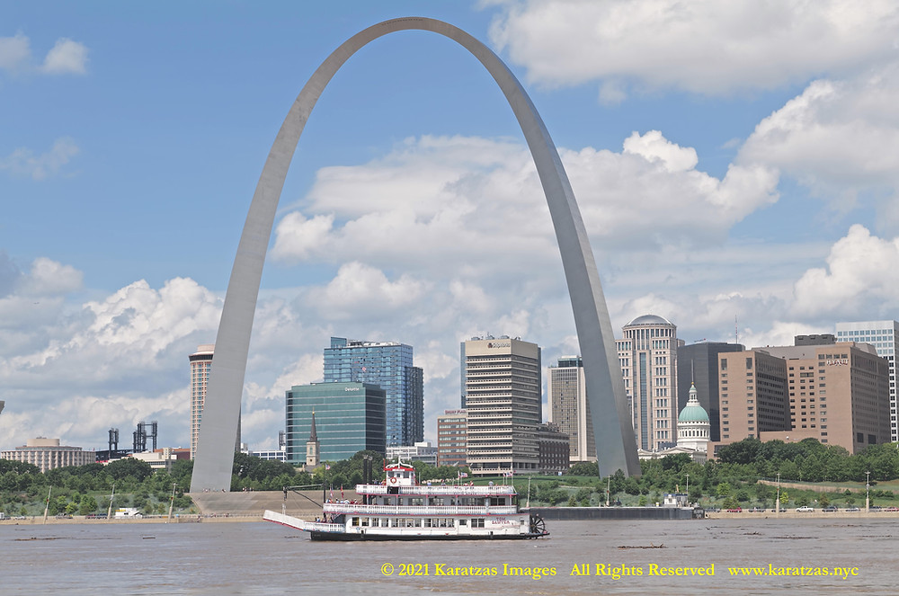The riverboat MV 'Mark Twain' photographed against the Gateway Arch