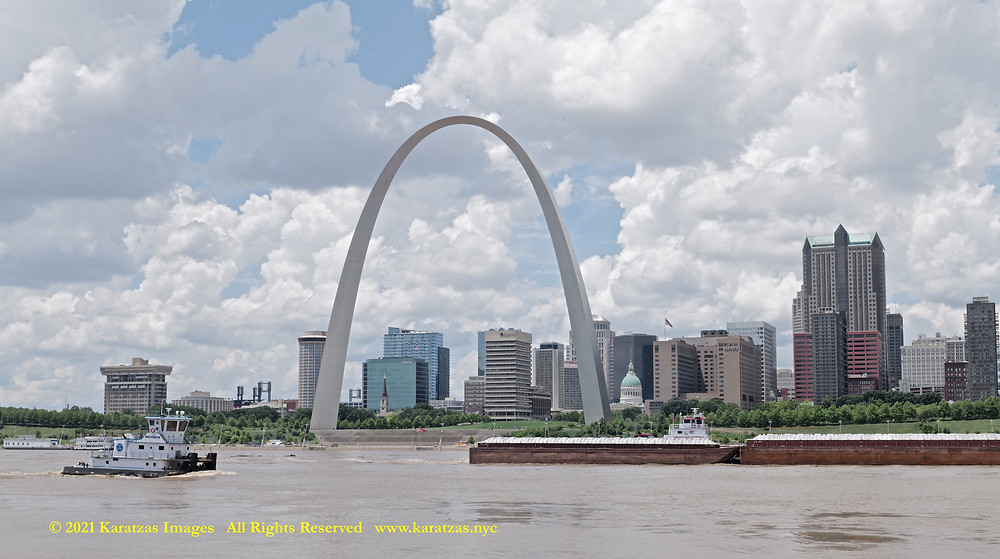 Pictures of Towboat MV 'Miranda Paige' and the Gateway Arch