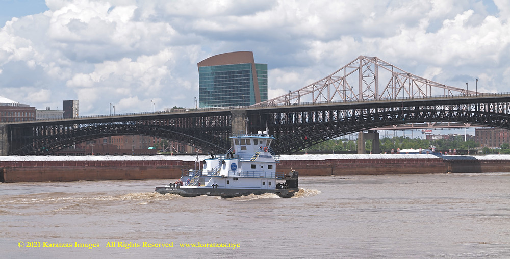 Picture of Towboat MV 'Miranda Paige' and the Eads Bridge, St Louis, MO