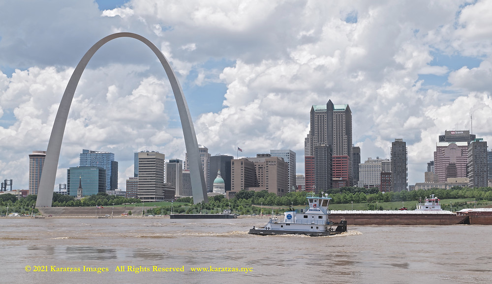 Picture Towboat MV 'Miranda Paige' and the Gateway Arch