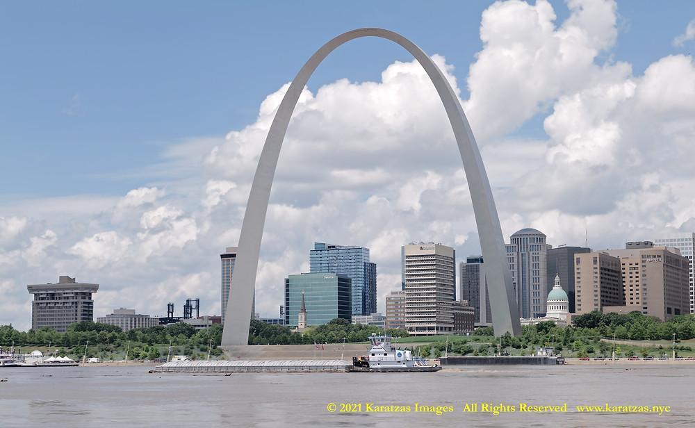 Towboat MV 'Allison Rachel' and the Gateway Arch