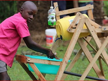 Covid-19 : un jeune Kenyan récompensé pour l'invention d'une station de lavage des mains