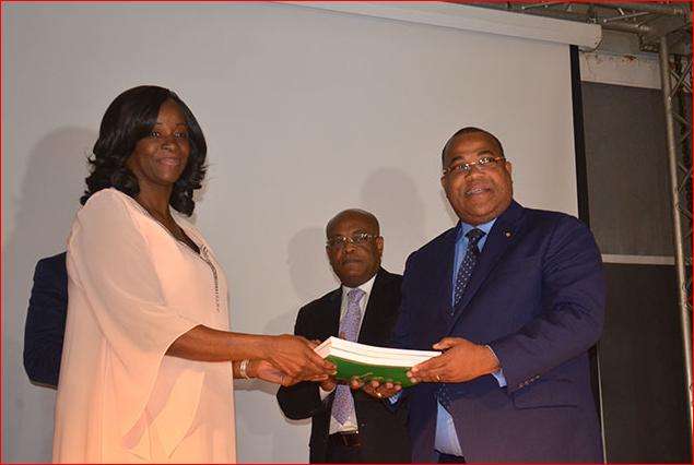 La représentante de la Banque mondiale, Alice Ouédraogo et le premier ministre gabonais, le 26 juin 2019 au Gabon, Libreville