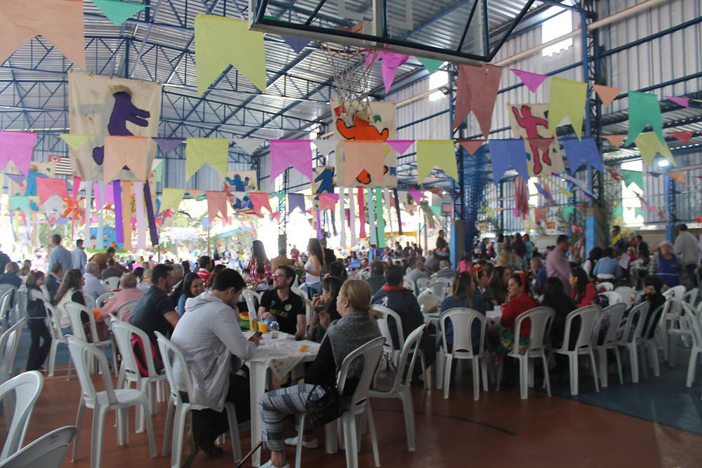 Festa julina da Escola São Paulo atrai grande público (Foto: Maria Elisa Moraes/Site Jornal da Cidade)