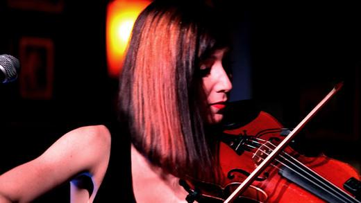 Café_Oz_2019_Band_Sophie21_violon.jpg