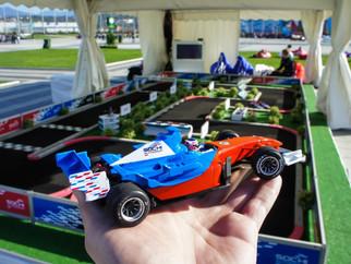 Трасса с радиоуправляемыми автомоделями Формула-1