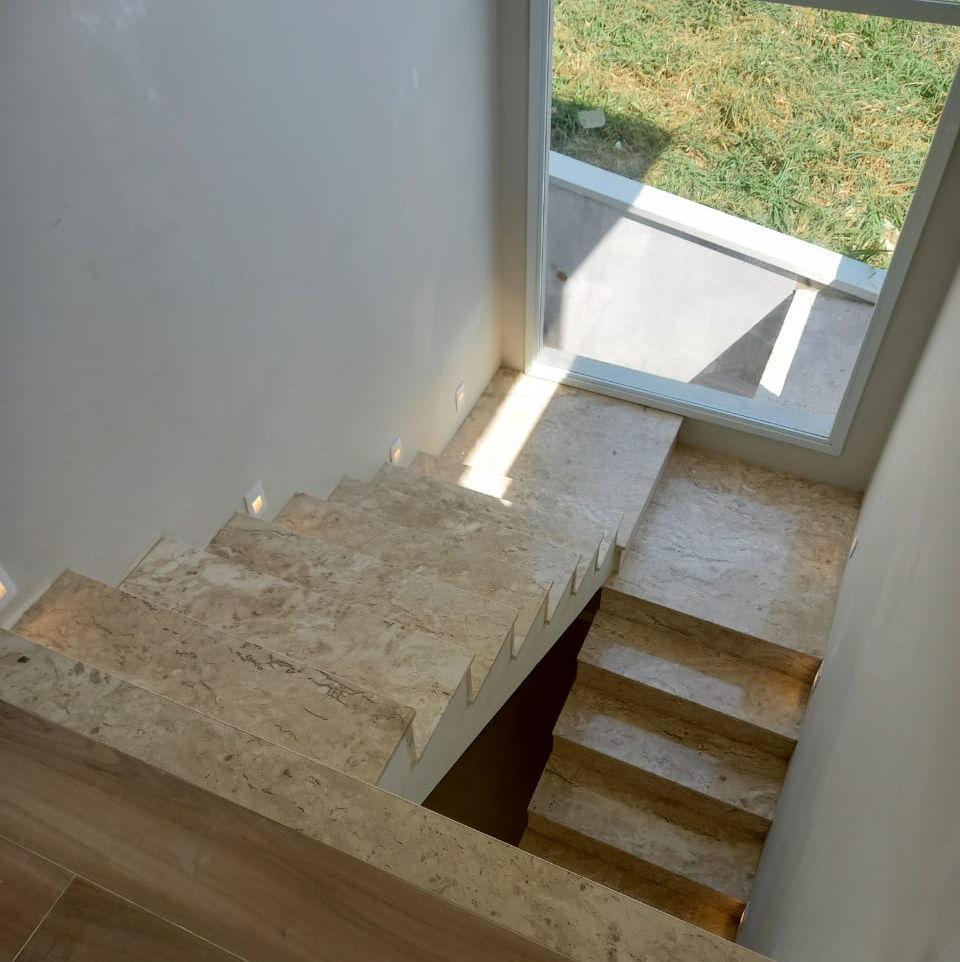 Escada Mármore Travertino Nacional .JPG