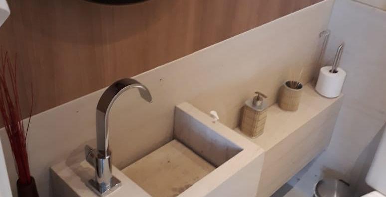 Lavatório e Parede Limestone Crema Moca