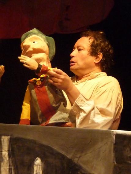 Julien + marionnette.JPG