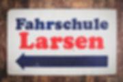 Altes Firmenschild Fahrschule Larsen