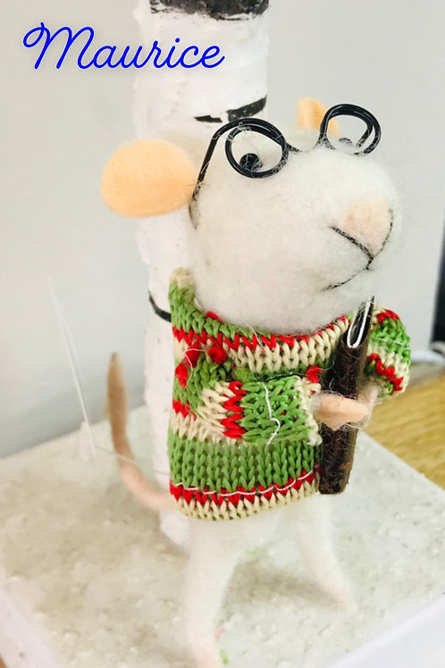 """""""Maurice"""" - Felt mouse with book"""