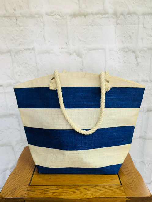 f08a485a090 Perfect for a day at the beach or around the pool, this classic beach bag  come in blue and white stripe design with chunky rope handles. With inner  pocket.