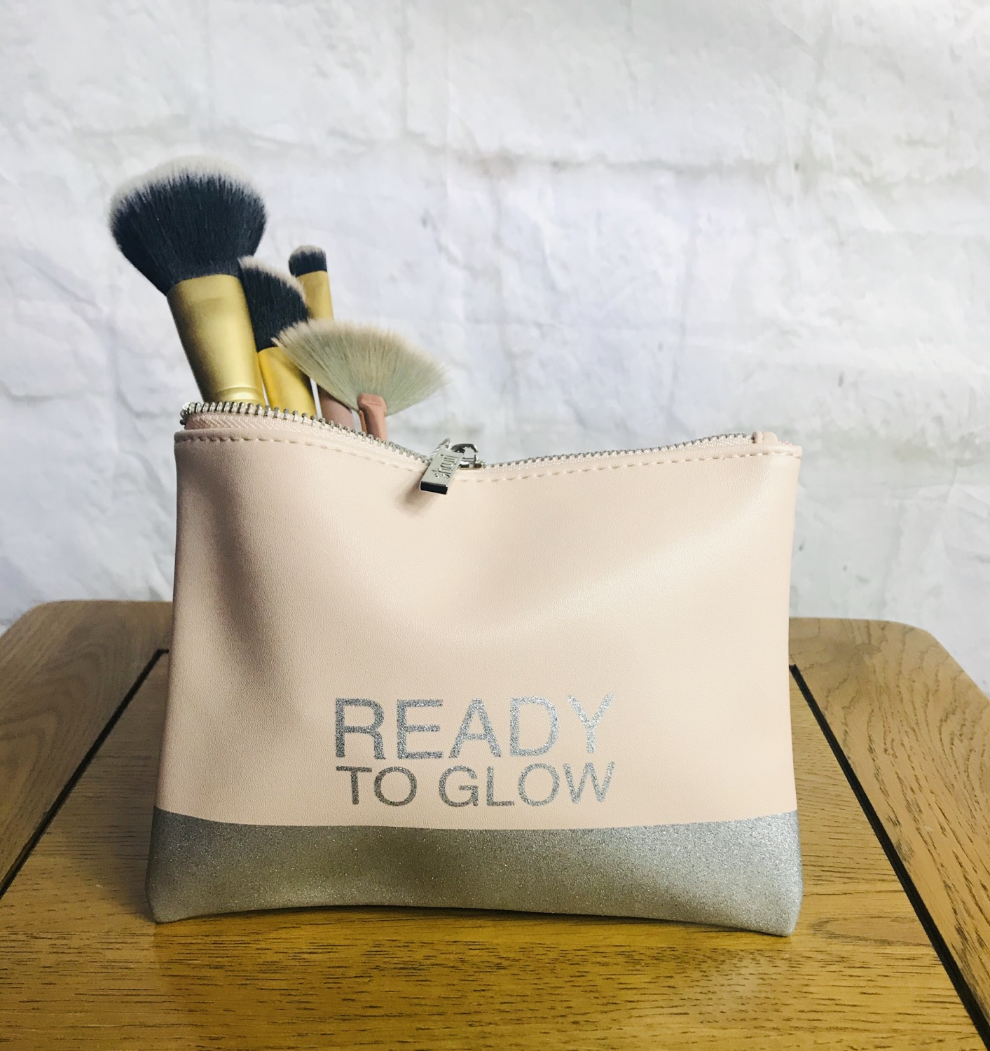 'Ready to Glow' Makeup Bag