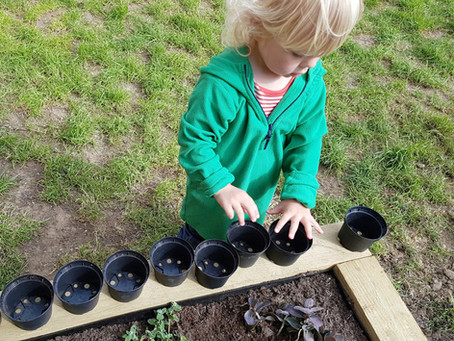 Loose parts play in the garden