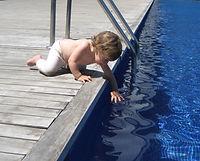 los accidentes en piscinas pueden evitarse con vallas desmontables de protecion