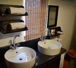 Thonningii bathroom