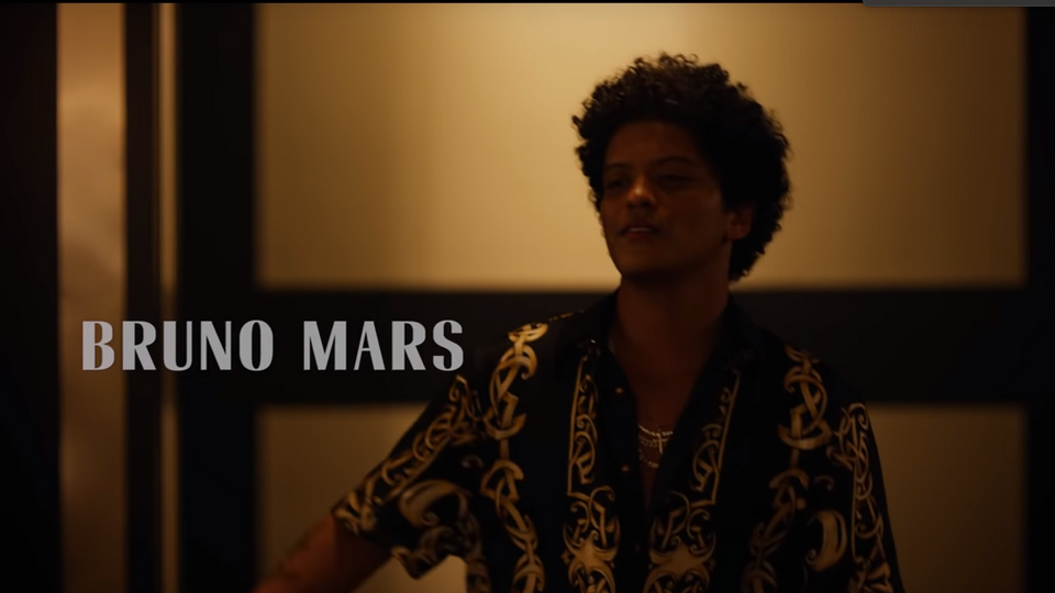 BRUNO MARS: VERSACE ON THE FLOOR