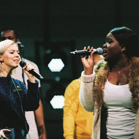 Monika Linkyte & London Community Gospel Choir juostoje