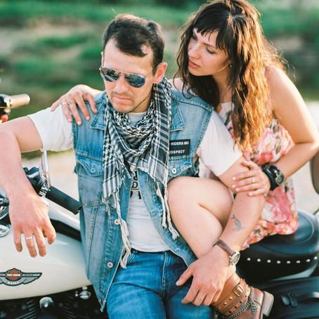 Maria & Elijus love photo session (Kodak Ektar 100, medium format)