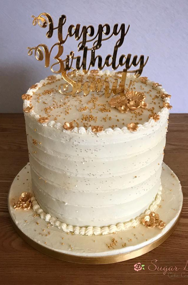 Birthday cakes customised with your topp