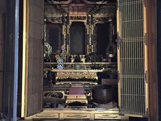 今日はお仏壇の金具を抜きました。