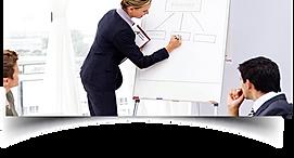 Mulher aplicando processo de coach em Flip Chart