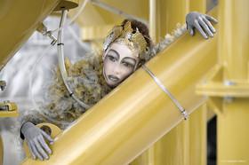 fotografo moda Milano: modella in esterni