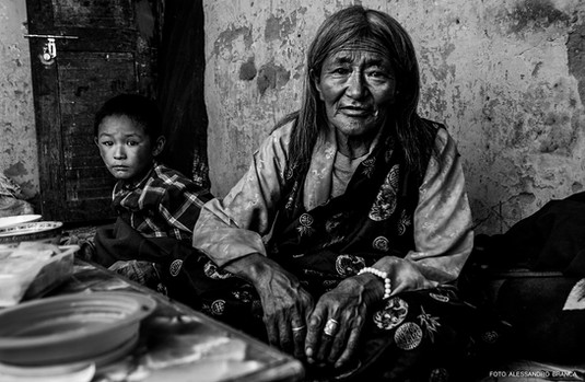 nonna e nipote indiani