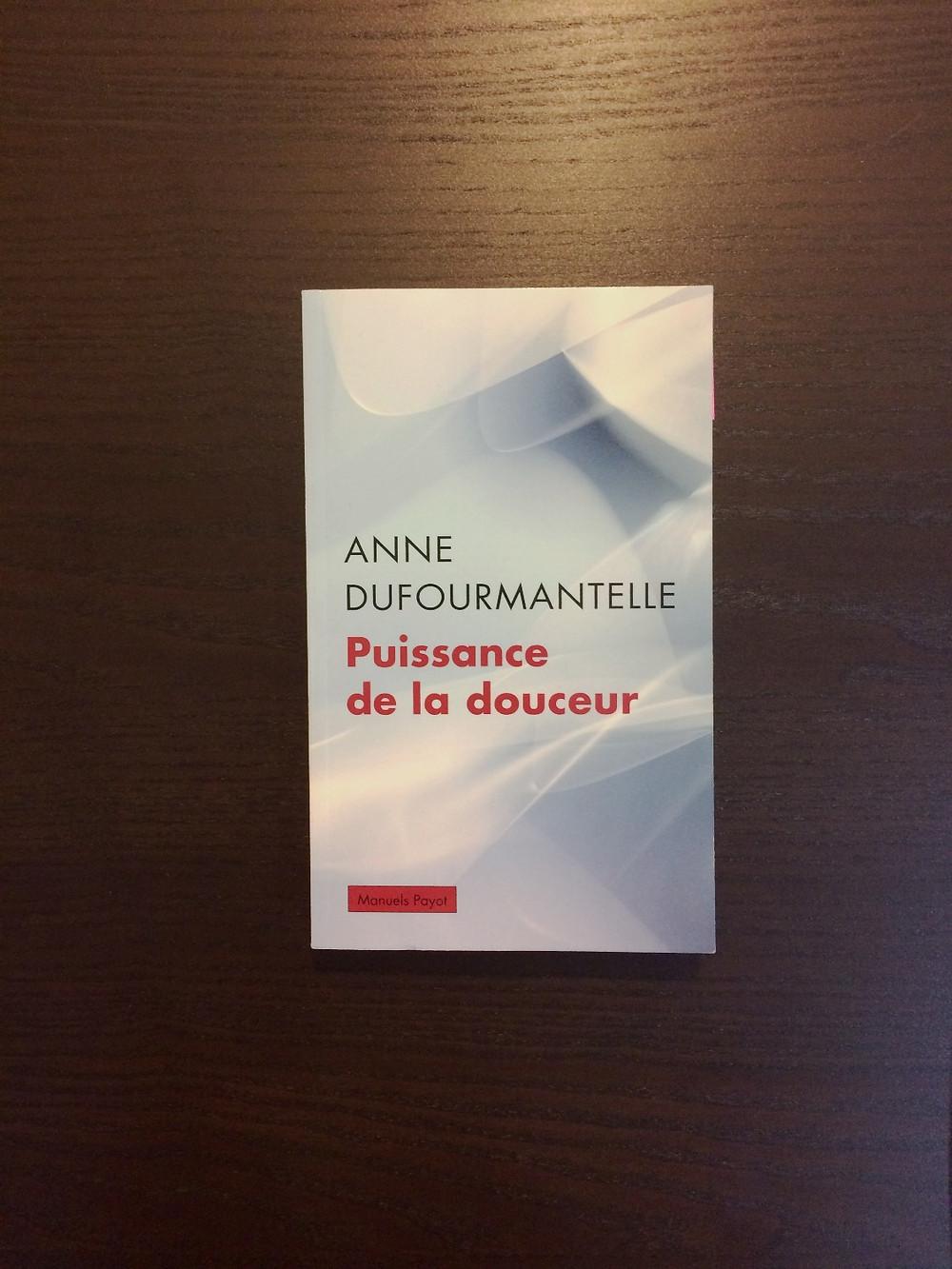 """Photo du livre """"Puissance de la douceur"""", d'Anne Dufourmantelle (1)"""