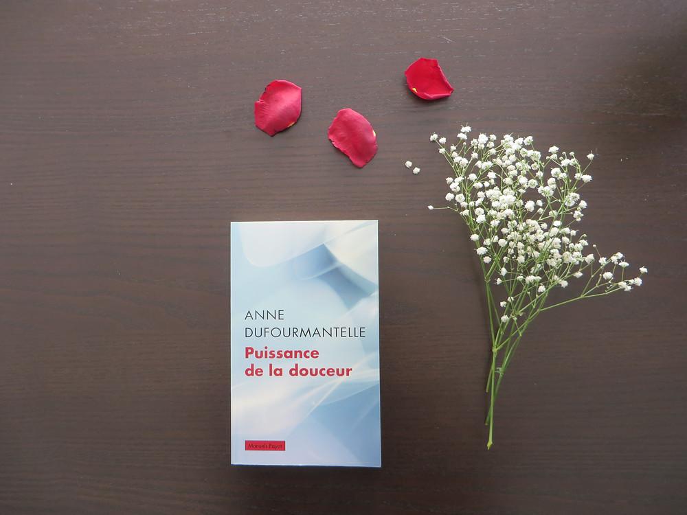 """Photo du livre """"Puissance de la douceur"""" d'Anne Dufourmantelle (1)"""