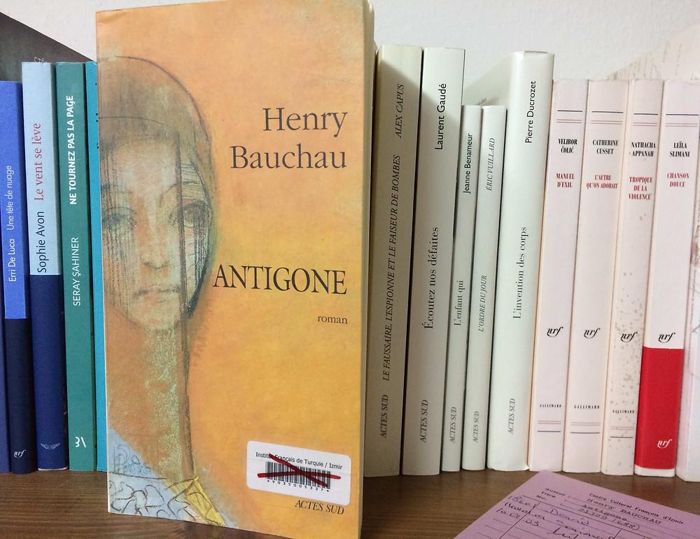"Photo du livre ""Antigone"" d'Henry Bauchau (2)"
