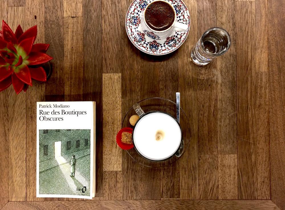 """Photo du livre """"Rue des Boutiques Obscures"""" de Patrick Modiano (2)"""
