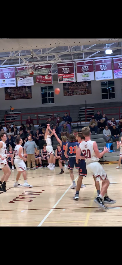 Eli Steisslinger shoots a three.