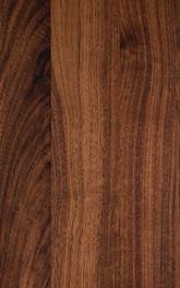 Holzverkleidung in Nussbaum