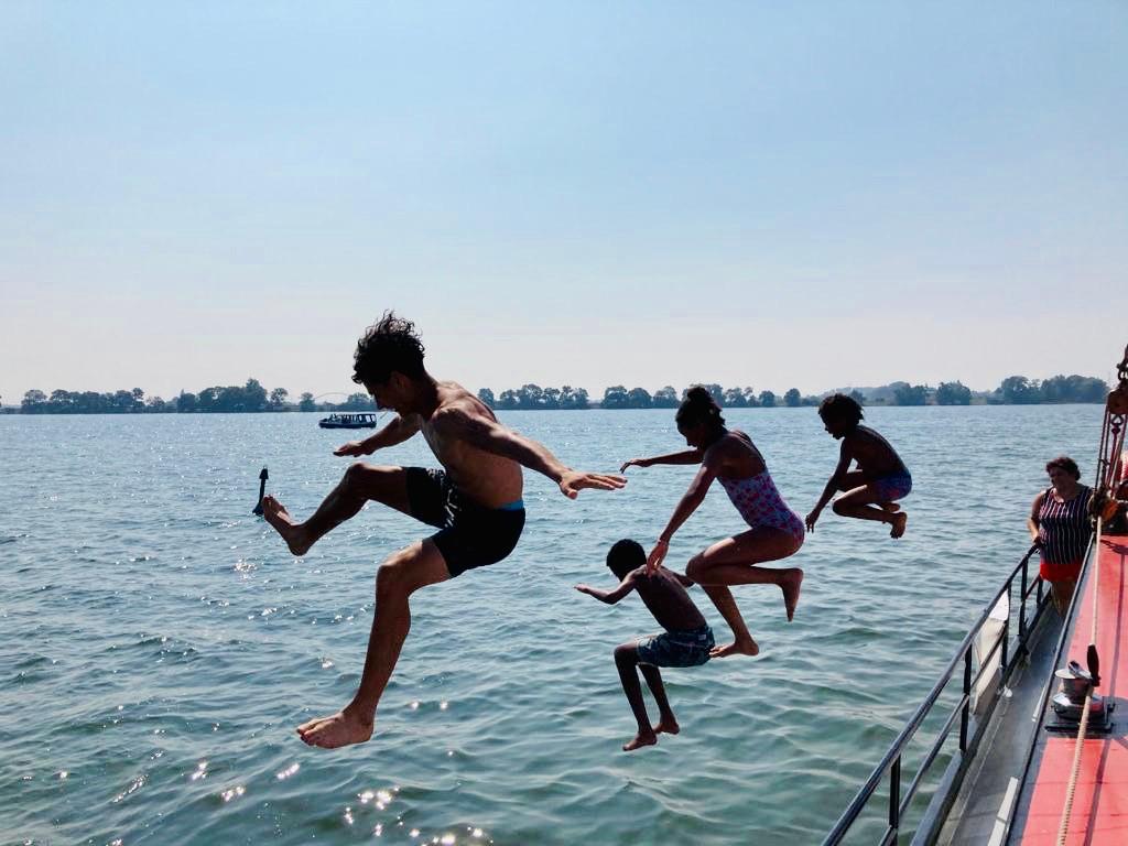 geluksdag springen in het water.JPG