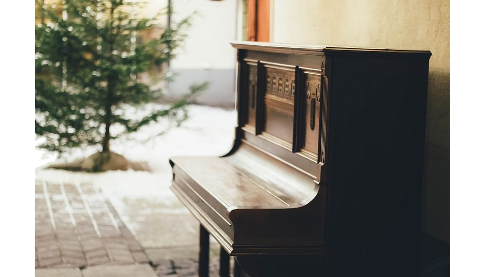 Upright piano outdoor